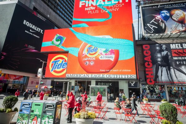 Use large digital picture frame and digital signage to showcase your work